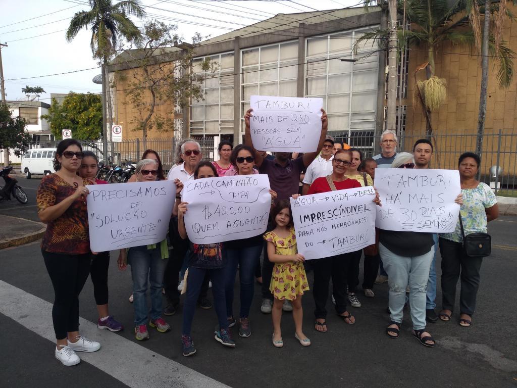 foto de Moradores do Loteamento Tamburi fazem manifestação