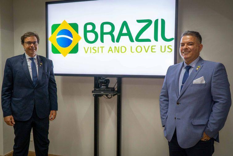 foto de Turismo do Brasil no exterior ganha nova marca