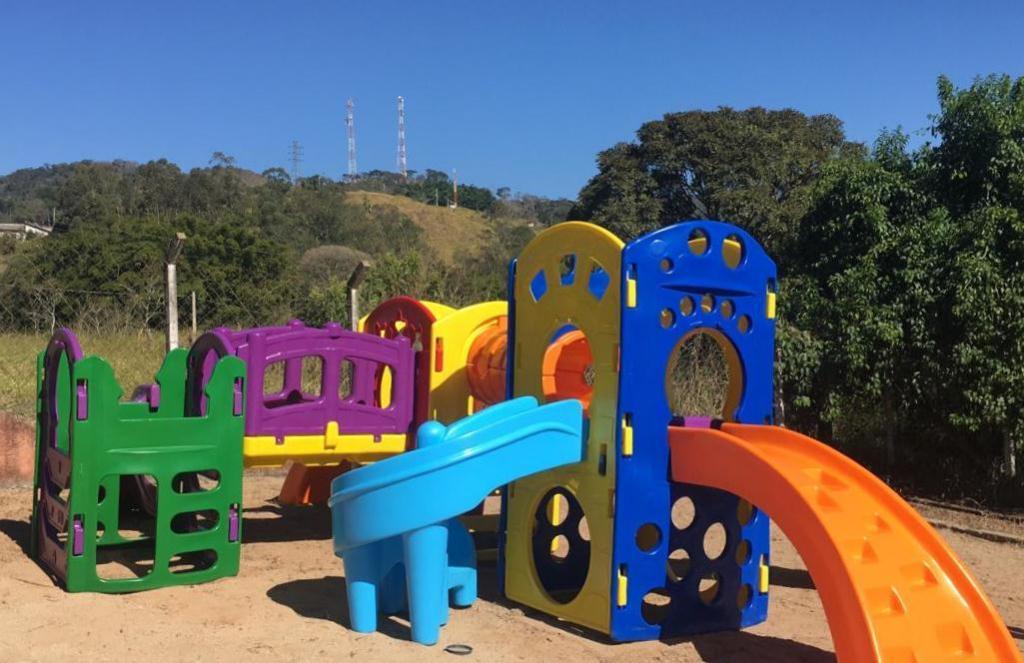 foto de Creche e escolas municipais de Morungaba recebem playgrounds