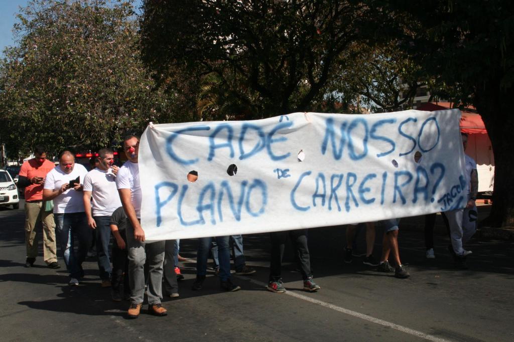 foto de Sem definição do Plano de Carreras, guardas municipais fazem manifestação no centro de Amparo