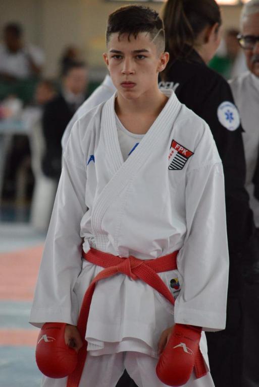 foto de Karateca está vendendo rifa para poder disputar Pan-Americano no Equador