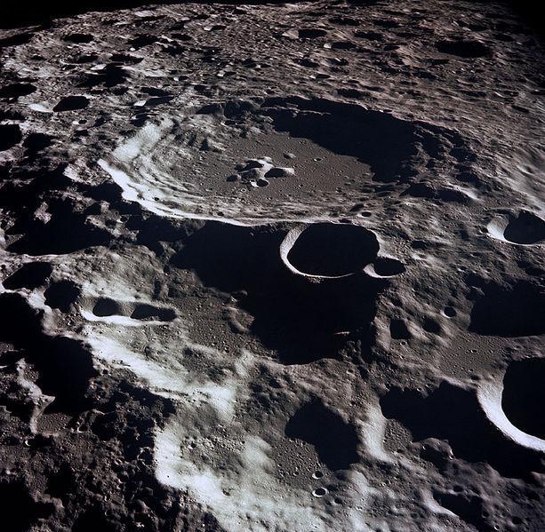"""foto de Polo Astronômico promove observação dos """"Mares"""" e crateras raiadas da superfície lunar"""