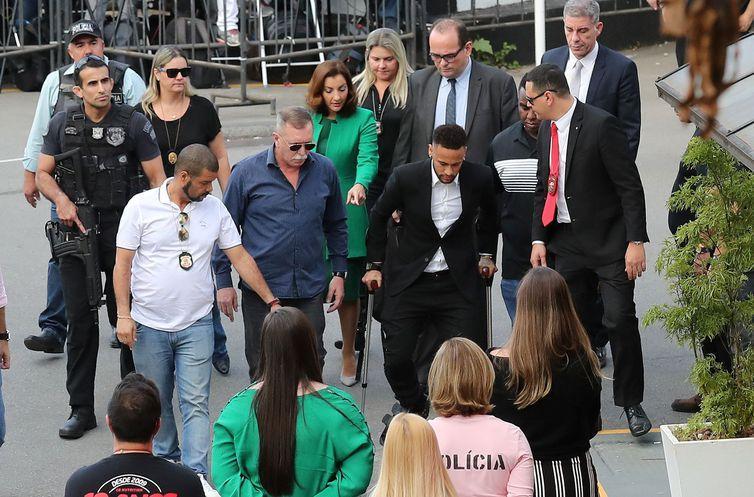 foto de Caso Neymar: polícia indicia Najila por extorsão e fraude processual
