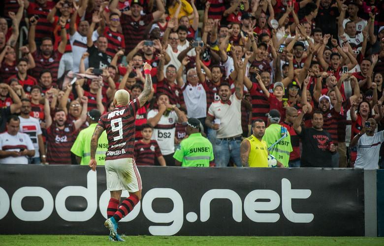 foto de Brasileirão: Primeiro turno termina com Fla na liderança; Verdão assume a segunda posição