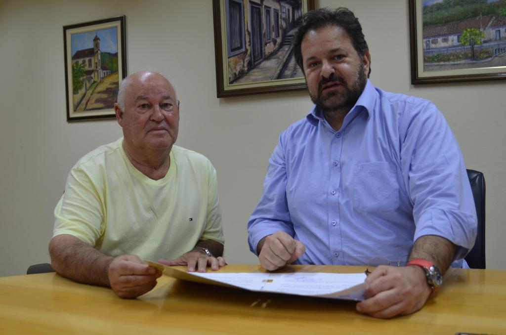 foto de Carlitinho propõe ajuda para hospitais de Amparo