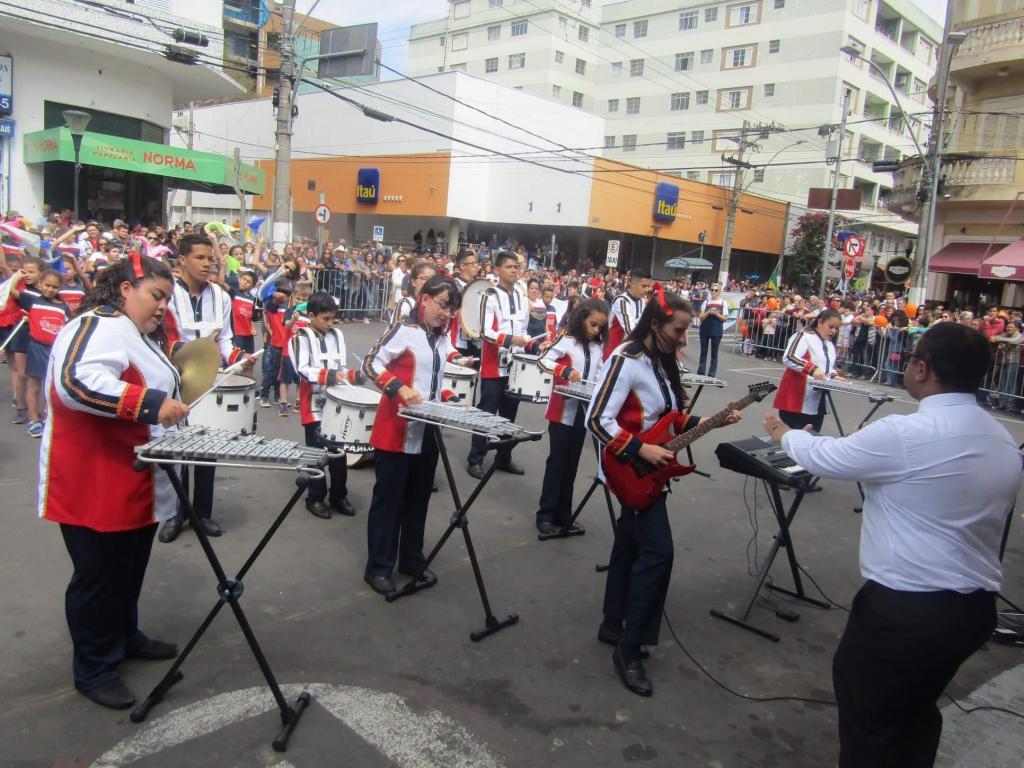 foto de Serra Negra contou com desfile cívico