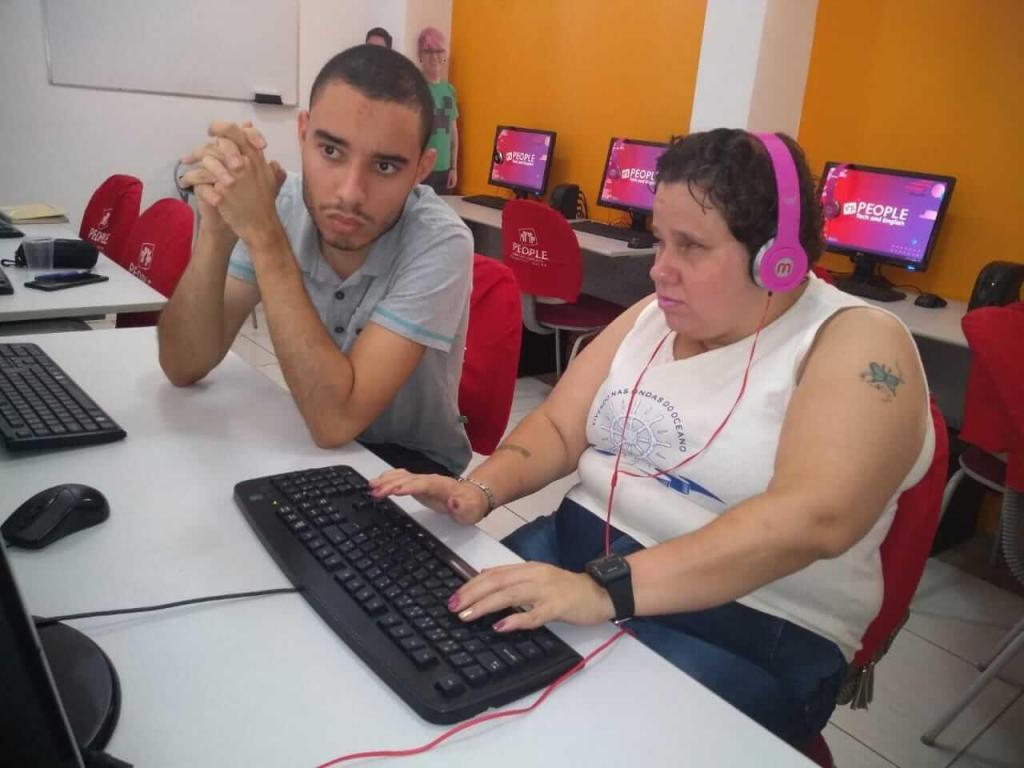 foto de Escola monta projeto para ensinar informática para deficientes visuais