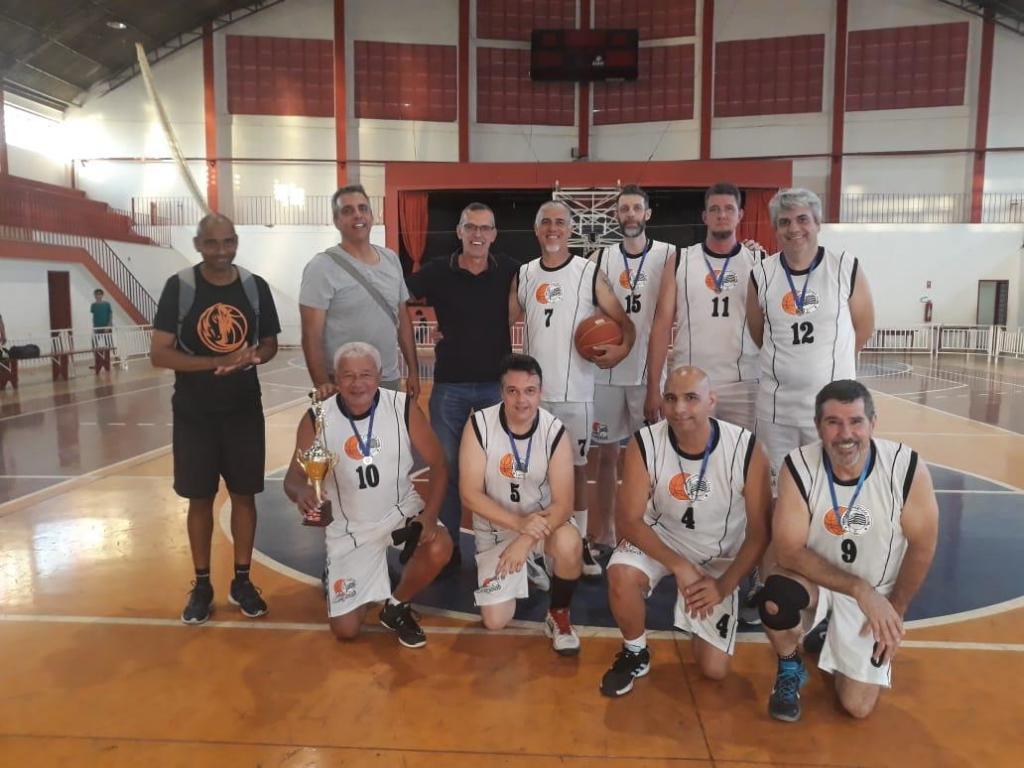 foto de Amparo vence torneio de Basquete de veteranos em homenagem a Chico Bola