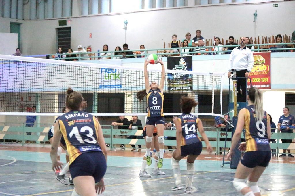 foto de Com vaga garantida, voleibol Amparo/Floresta vence um jogo e perde outro