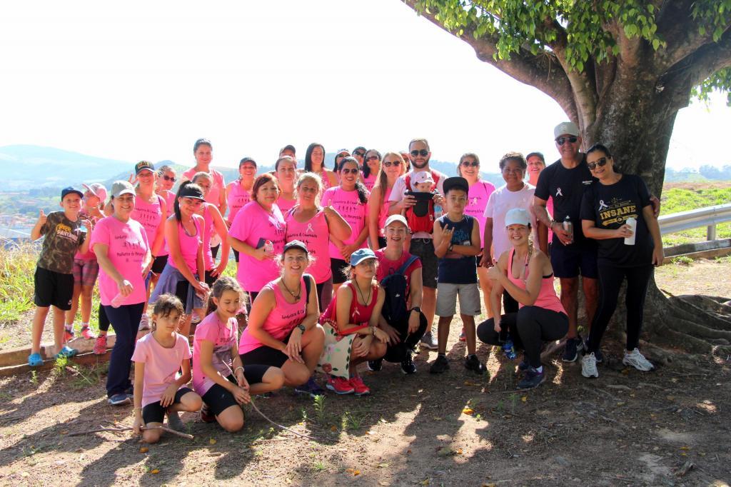 """foto de Mulheres se reúnem para 3ª caminhada e piquenique """"Outubro Rosa"""""""