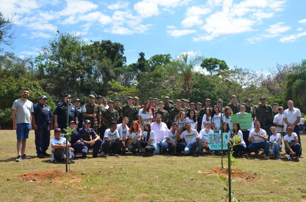 foto de Amparo completa mais de 57 mil mudas de árvores plantadas