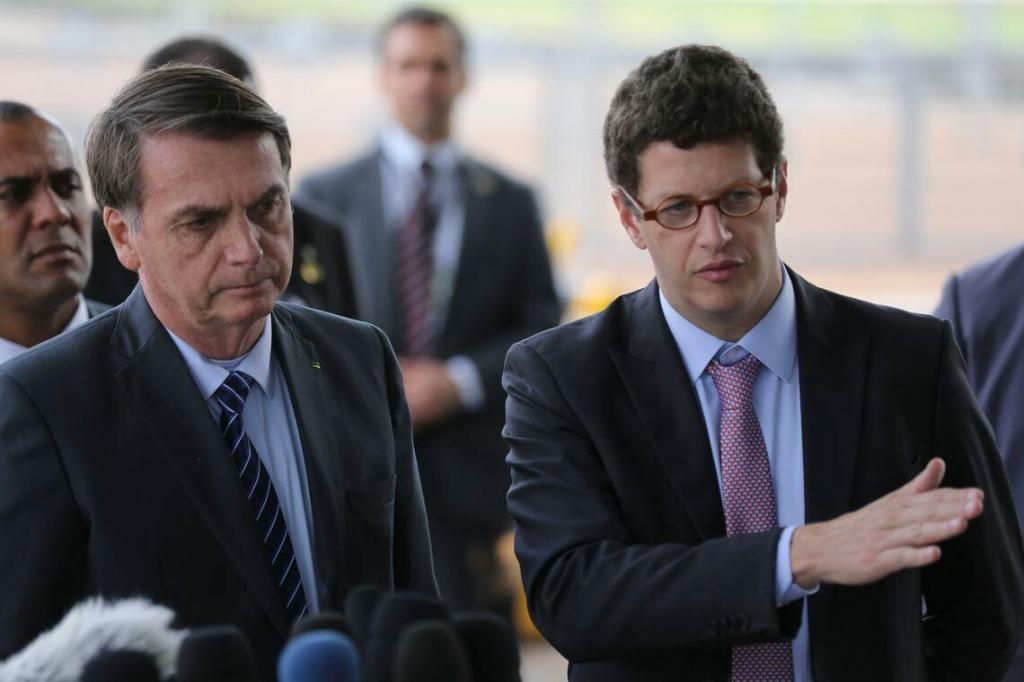 foto de Bolsonaro: petróleo pode ter sido despejado \