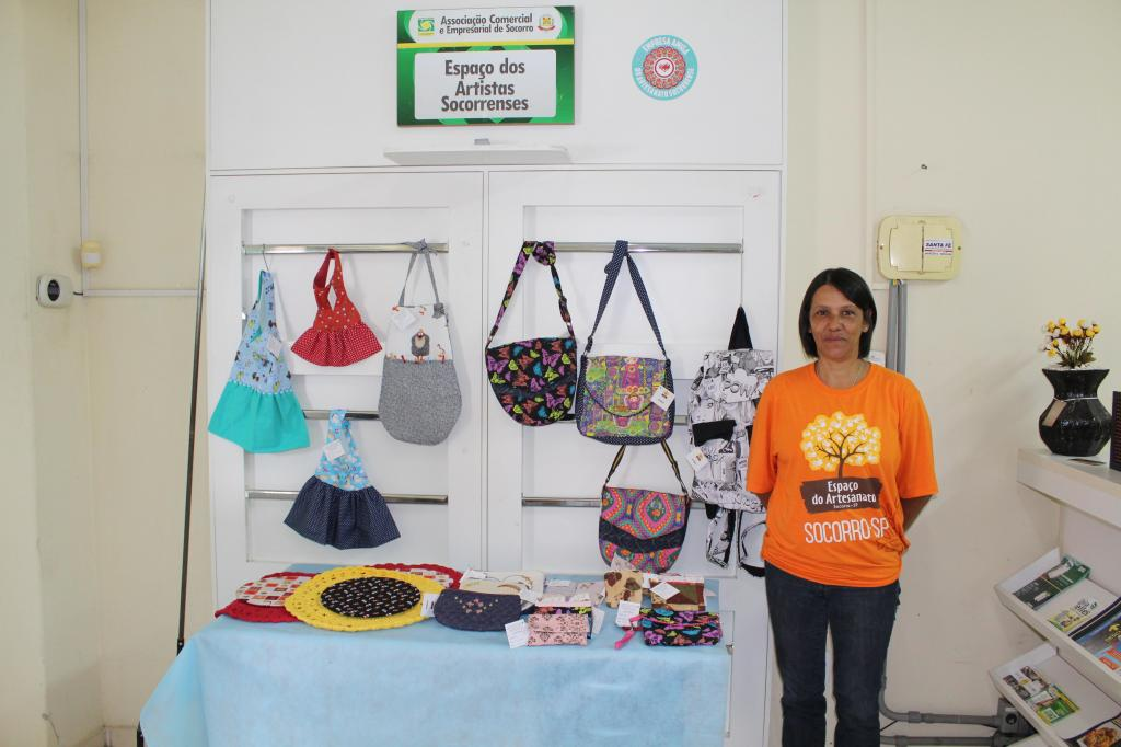 foto de Rosemara leva a sua costura criativa no Espaço dos Artistas Socorrenses da ACE Socorro