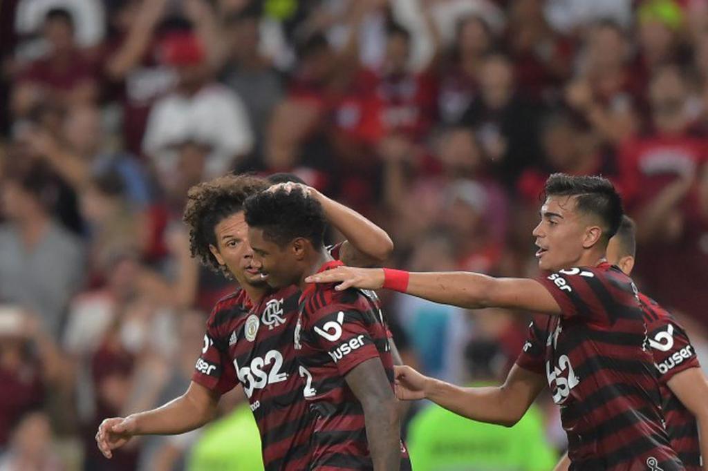 foto de Flamengo vence Atlético Mineiro e amplia vantagem no Brasileiro