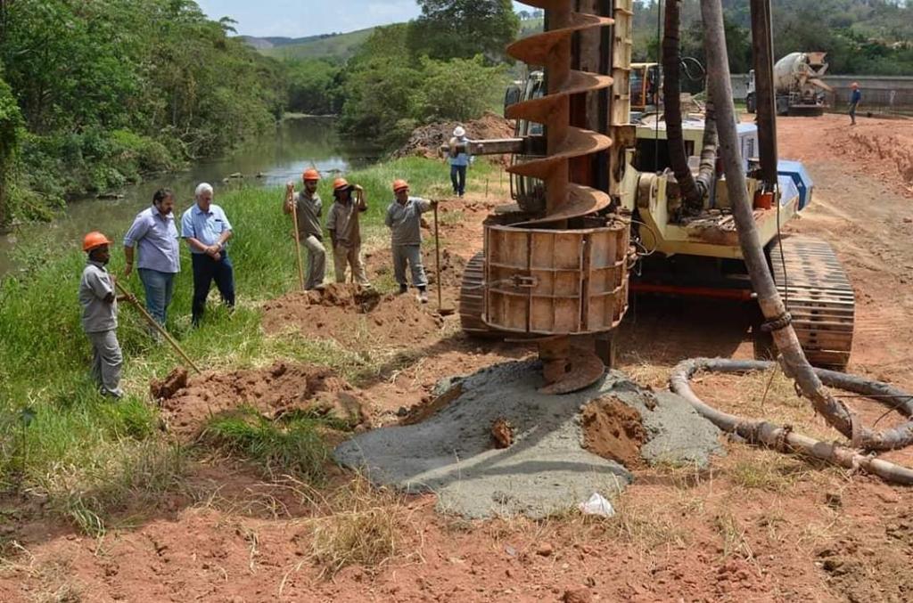 foto de Prefeito vistoria construção de ponte