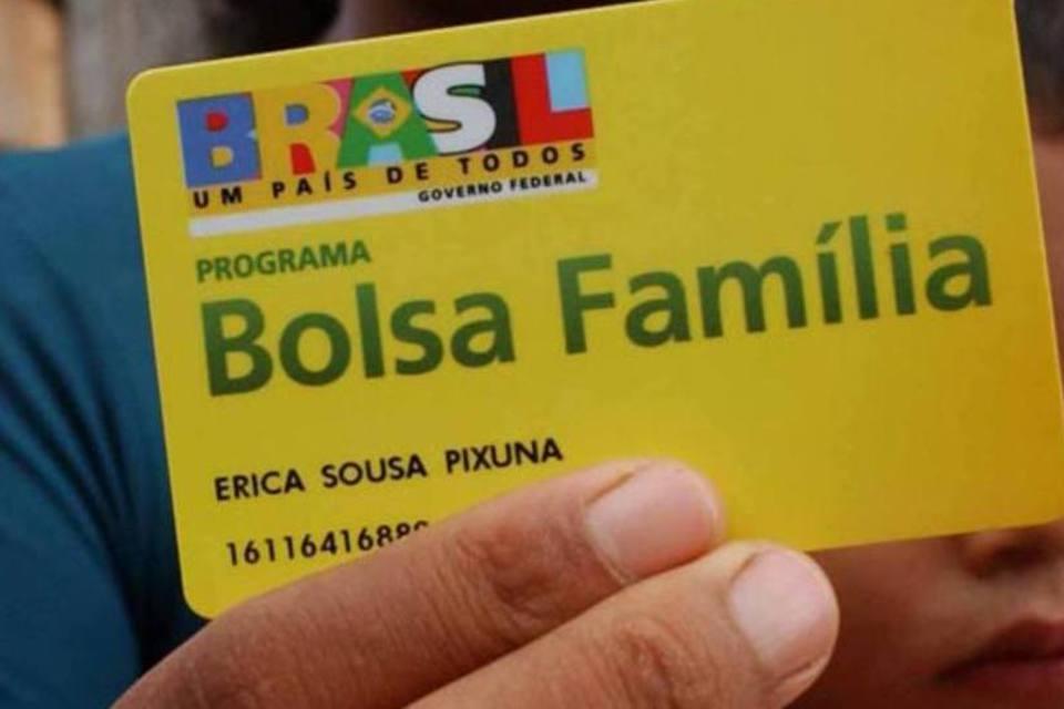 foto de Bolsonaro anuncia 13° para beneficiários do Bolsa Família