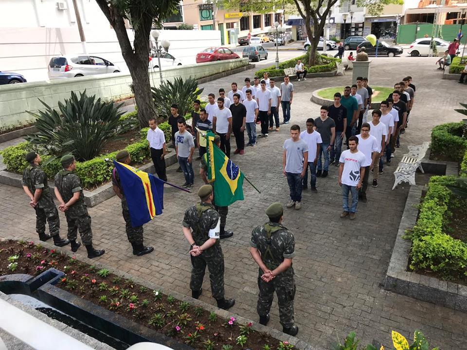 foto de Serra Negra: Juramento à bandeira para dispensados do serviço militar acontecerá no dia 29 de outubro