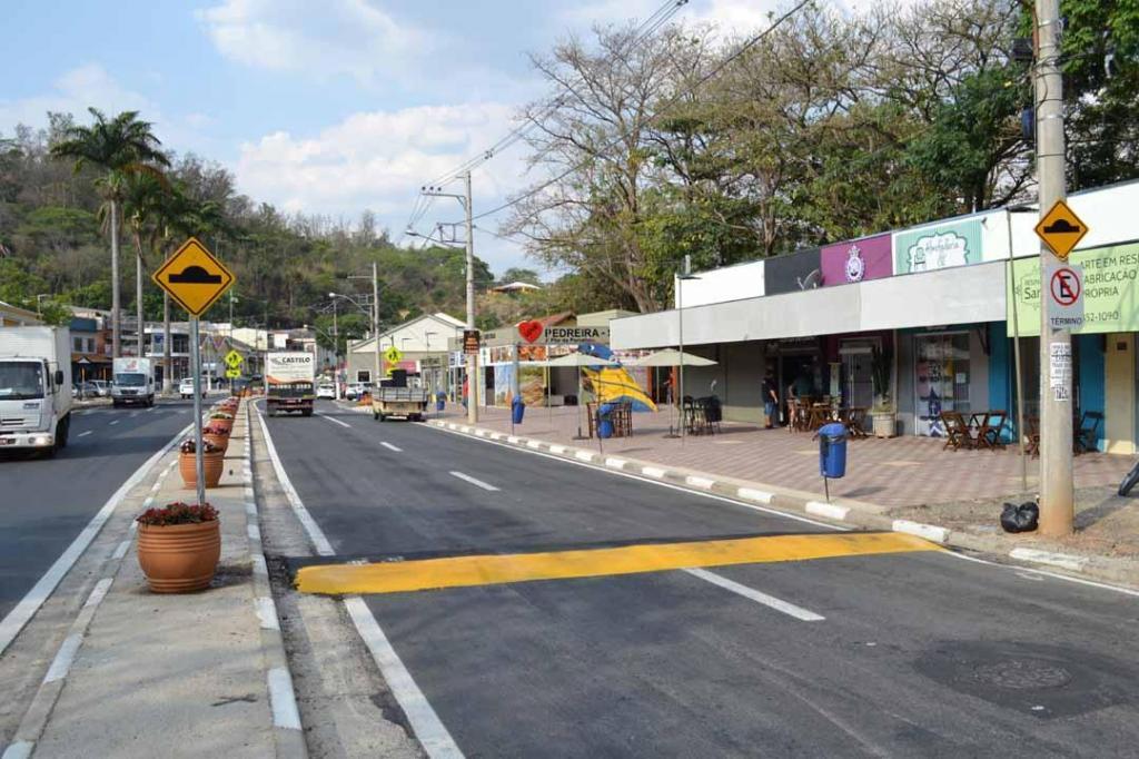 foto de Prefeitura de Pedreira implanta lombadas na Avenida Wanderlei José Vicentini e Praça Coronel João Pedro
