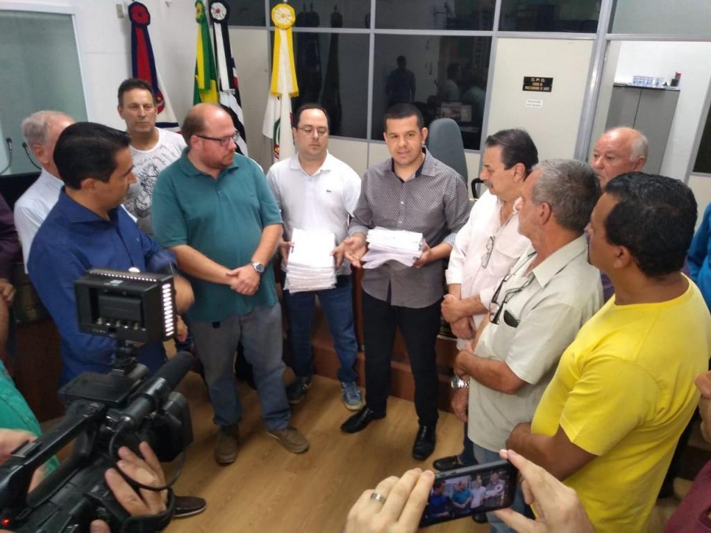 foto de Projeto de Iniciativa Popular contra a concessão do SAAE é protocolado na Câmara Municipal de Amparo