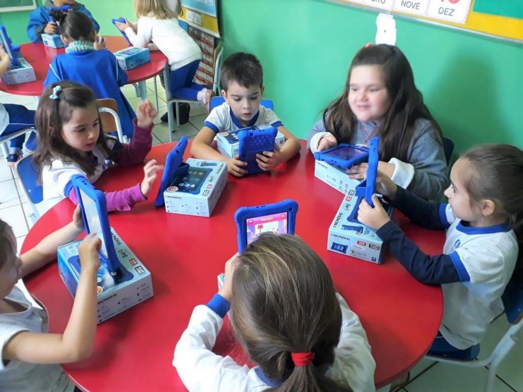 foto de Escolas de Serra Negra utilizam tablets para atender exigência da BNCC e explorar a tecnologia