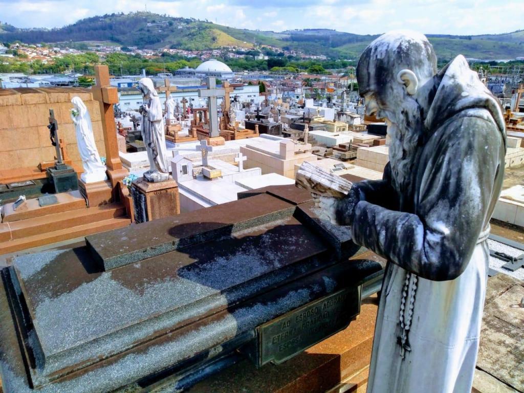 foto de Cemitério Sylvestre está pronto para o Dia de Finados