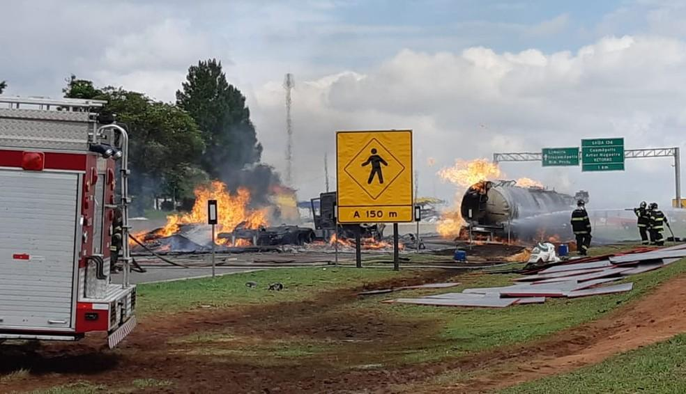 foto de Caminhões pegam fogo na Rodovia Anhanguera; motorista tem 90% corpo queimado