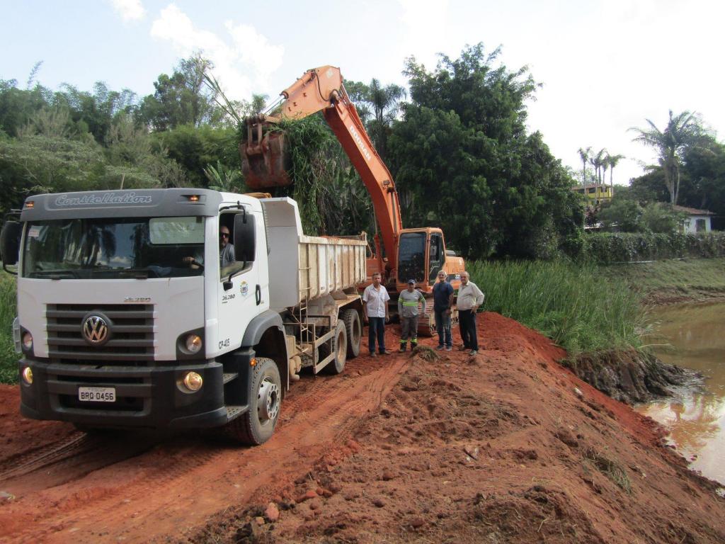 foto de Serra Negra: Secretaria de Serviços conclui desassoreamento do Lago do Caruso