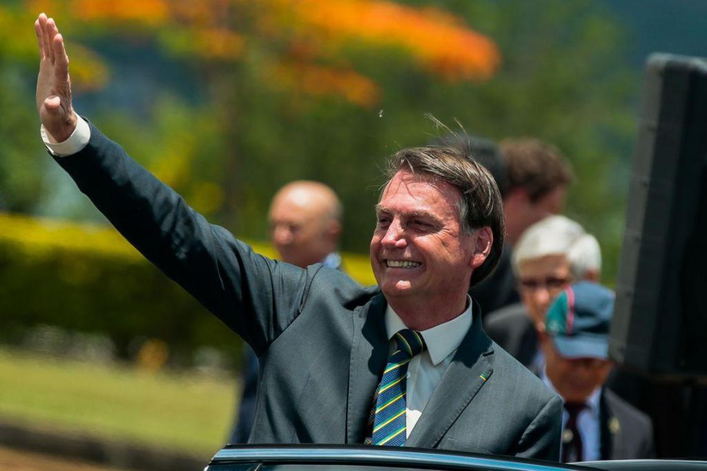 foto de Bolsonaro assinou carta de desfiliação do PSL, anuncia advogada