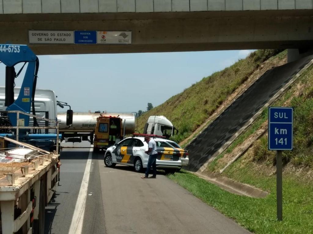foto de Motorista dorme no volante e carreta bloqueia Rodovia dos Bandeirantes por cerca de 1h15