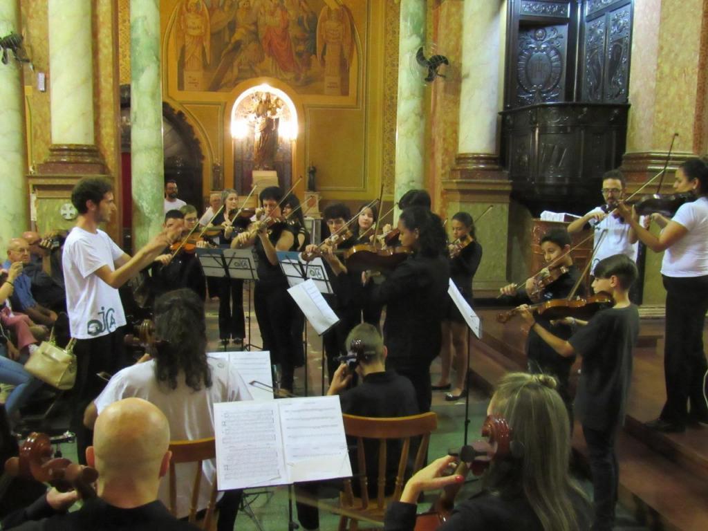 foto de Orquestra Jovem Circuito das Águas se apresenta dentro da Catedral Nossa Senhora do Amparo