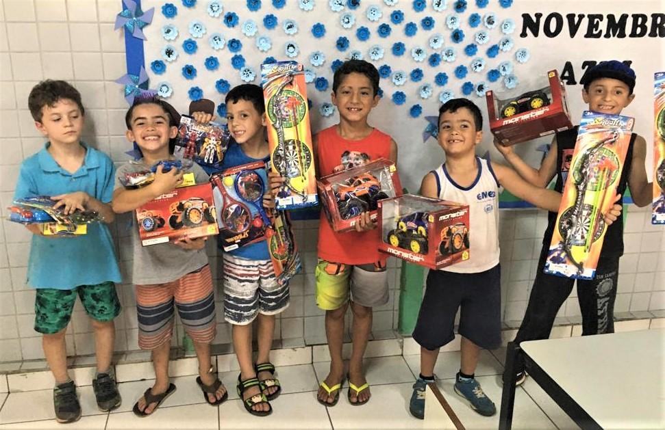 foto de Serra Negra: Depois de aulas de empreendedorismo, alunos compram brinquedos e passeios com o lucro obtido no JEPP
