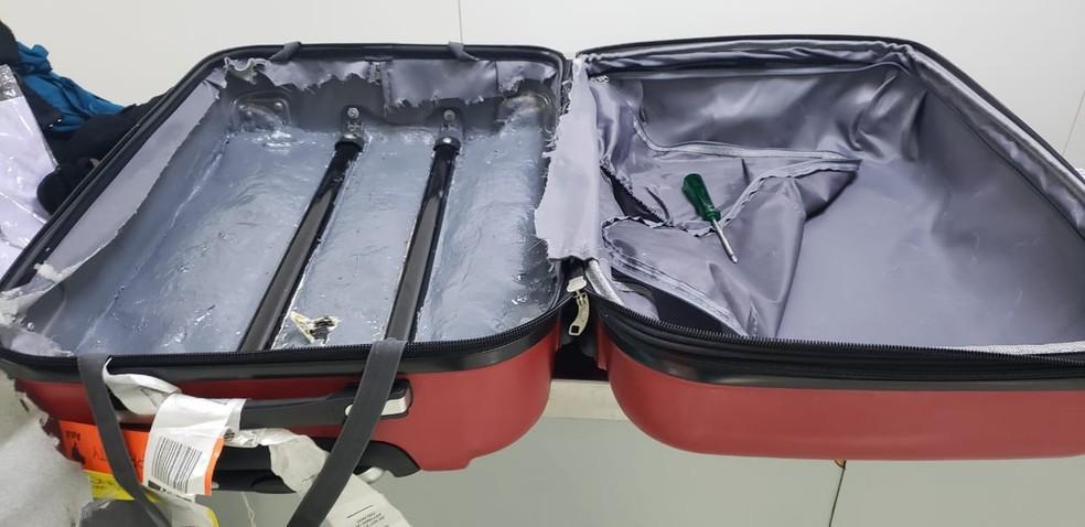 foto de Passageira é presa por tráfico internacional de drogas com 4 kg de cocaína em Viracopos