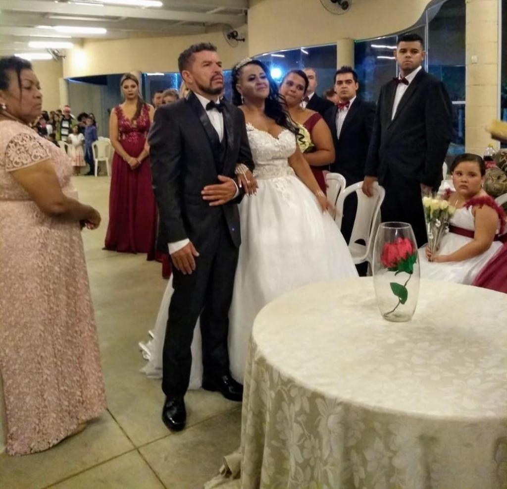 foto de Após golpe, casal conta com ajuda de amigos para realizar festa de casamento em Santa Bárbara