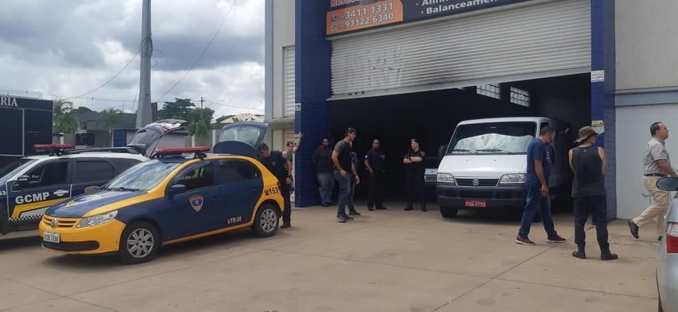 foto de Homem mata mulher a tiros em loja de pneus e depois se mata em Piracicaba