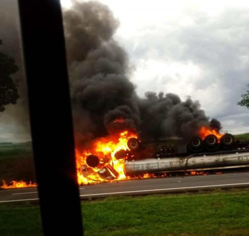 foto de Concessionária confirma a morte de motorista de caminhão que explodiu na Rodovia Anhanguera