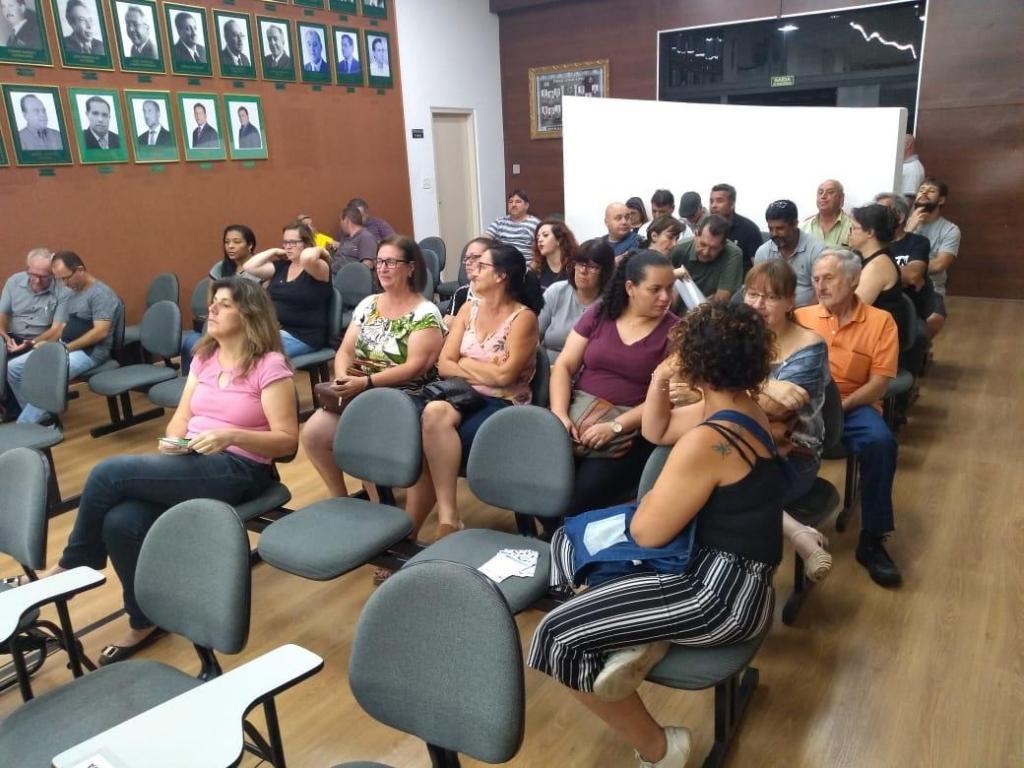 foto de Vereadores se reúnem com professoras para discutir Plano de Carreira