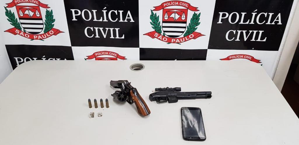 foto de Forças policiais prendem homem com arma de fogo