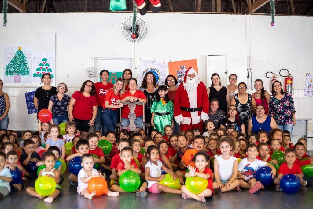 foto de ACEA iniciou entregas do seu 11º Natal Mágico nas escolas de Amparo