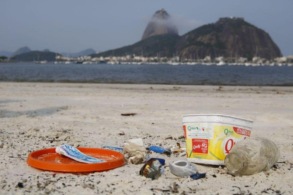 foto de Bitucas de cigarro são a maior parte do lixo em praias brasileiras
