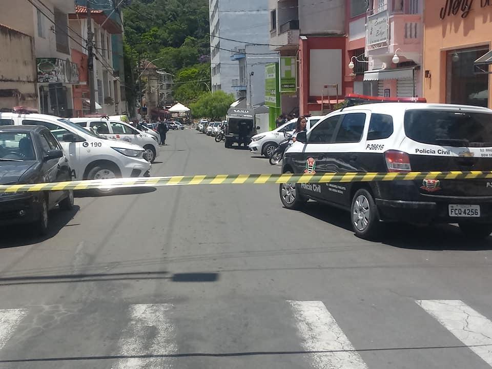 foto de Grupo é preso após fazer reféns durante assalto a apartamento em Serra Negra, diz Guarda