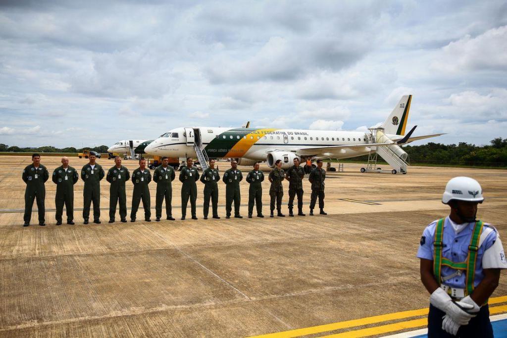 foto de Aeronaves da FAB decolam com destino à China para buscar brasileiros