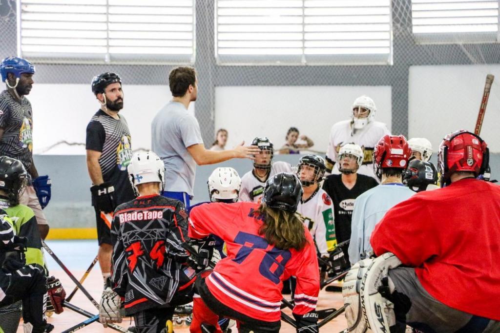 foto de Mais de 100 atletas participam de treinamento com astro do Hockey