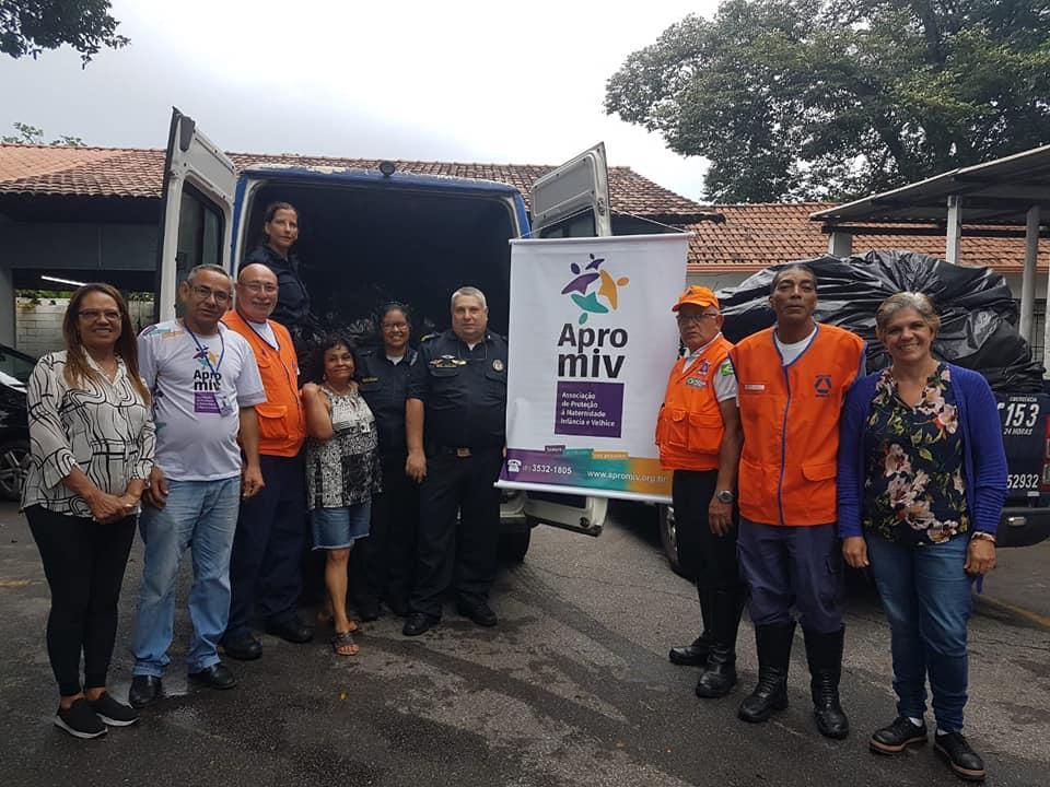 foto de GCM de Amparo entrega doações para as famílias de Betim-MG