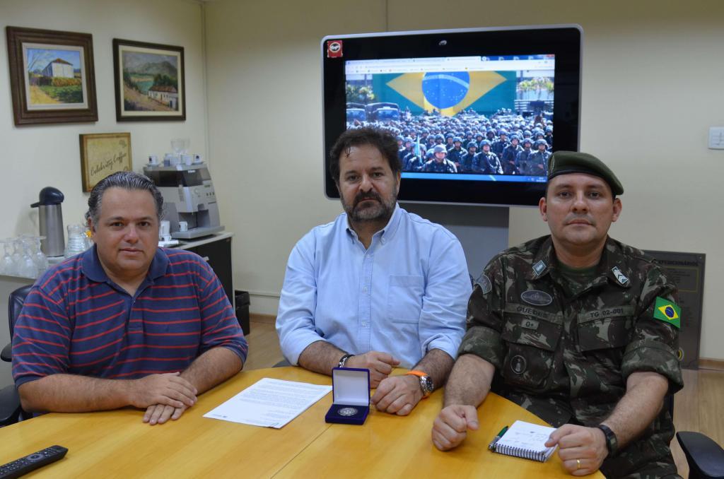 foto de Prefeito e Secretário de Governo se reúnem com Chefe de Instrução do Tiro de Guerra para coordenação de atividades de 2020