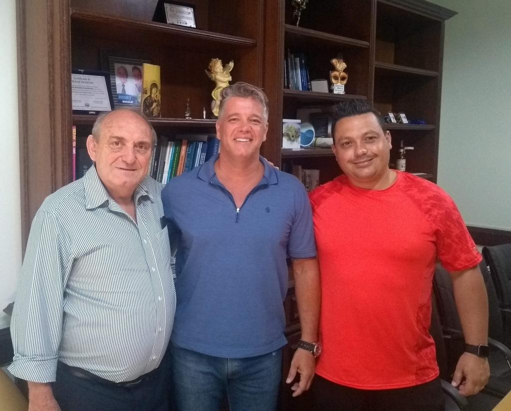 """foto de Prefeito de Serra Negra recebe ator de """"A Praça é Nossa"""", do SBT"""