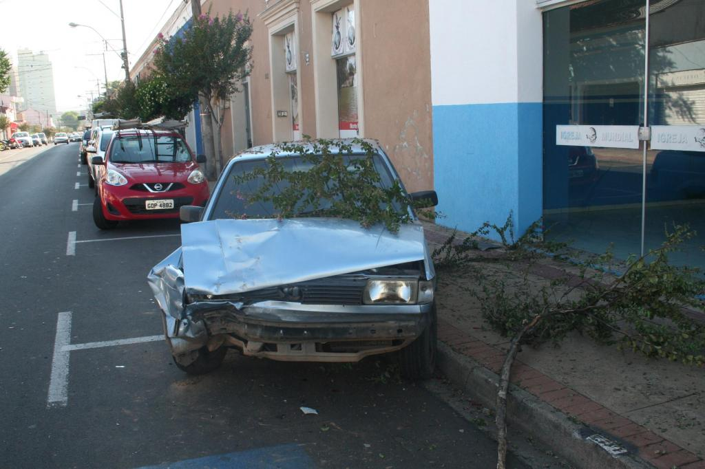 foto de Acidente na Rua Comendador. Condutor do veículo não é localizado