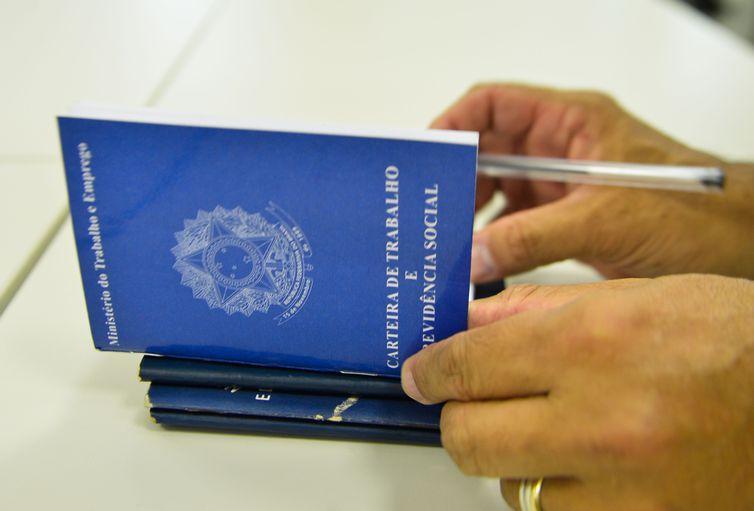 foto de Presidente revoga artigo de MP que previa suspensão do contrato de trabalho por até quatro meses