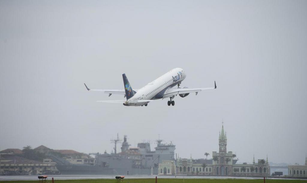 foto de Gol e Azul fazem corte drástico em oferta de voos; ações disparam