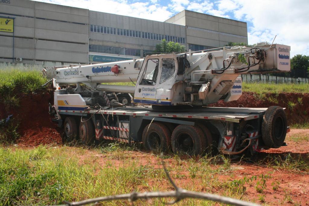 foto de Caminhão guincho perde o freio e motorista consegue evitar tragédia