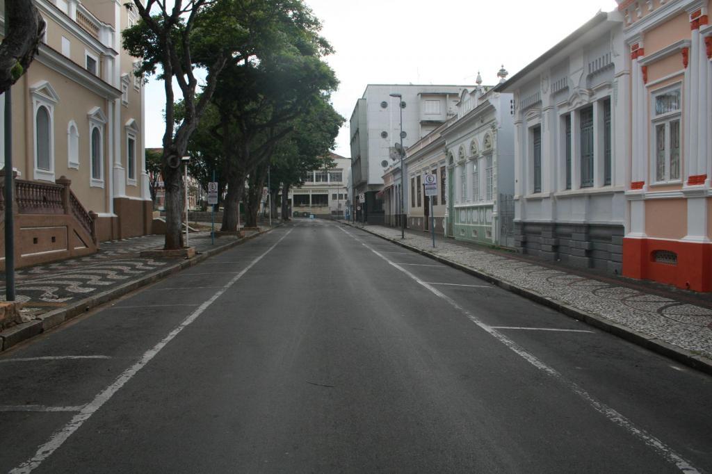 foto de Coronavírus: 6 das 12 cidades da região tiveram queda no índice de isolamento social, diz Estado. Amparo também registrada queda